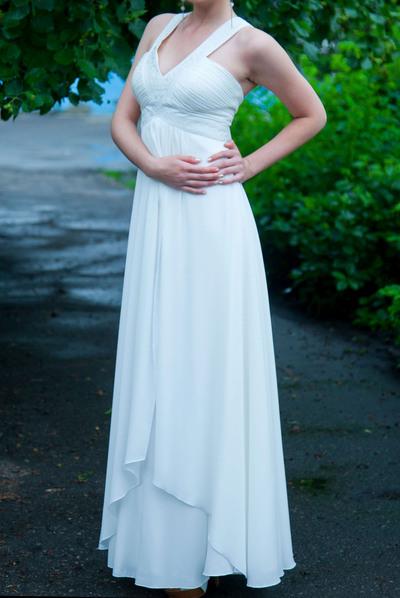 Платье покупала на выпускной, молочного цвета. Город: Пенза Размер: 44-46 Рост: 170 Покупалось