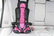 Бескаркасное детское автомобильное кресло.