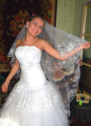 На свадьбу; юбилей - тамада,  ди-джей,  фотограф-оператор.T:89273769123